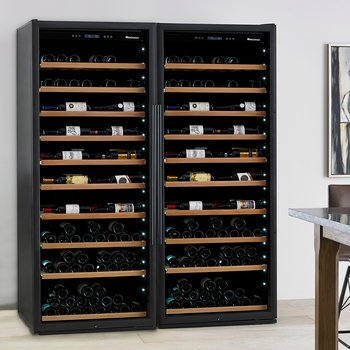 Wine Enthusiast cava de doble cabina para 600 botellas con VinoView™